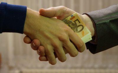 """Wynagrodzenie """"pod stołem"""" a kredyt dla spółki"""